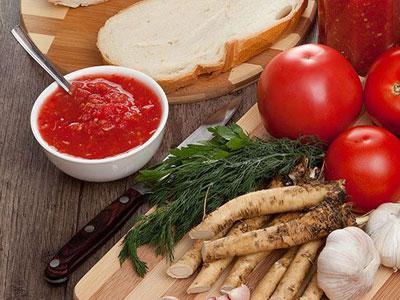 Аджика с помидорами и хреном
