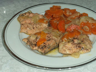 Горбуша с луком и морковью
