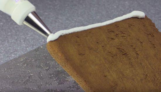 Скрепление деталей домика глазурью