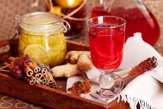Имбирные напитки с лимоном и клюквой