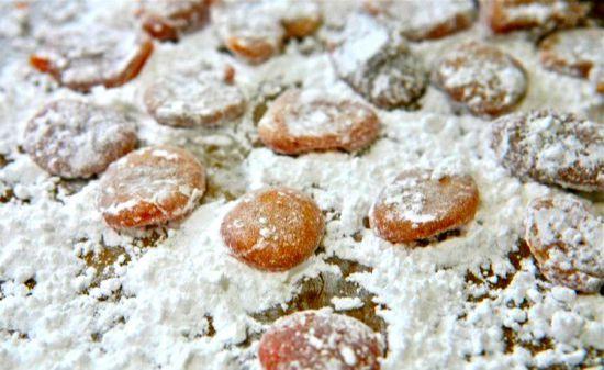 Имбирные леденцы в сахарной пудре
