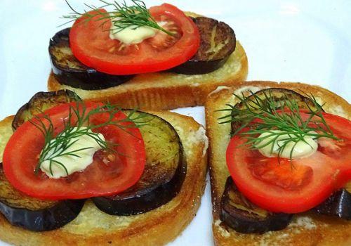 Бутерброды с синенькими, томатами и майонезом