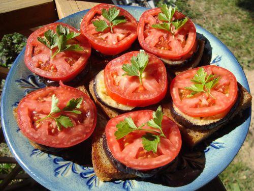 Бутерброды с помидорами и баклажанами