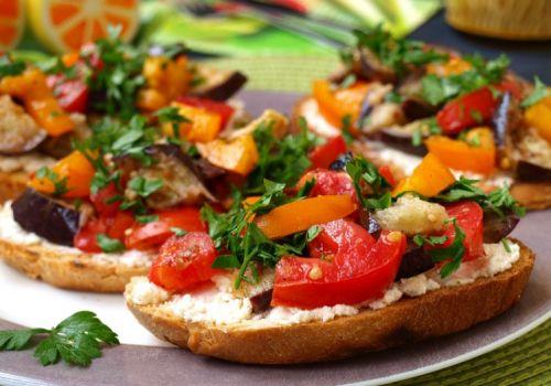 Закуска с баклажанами, томатами, фетой