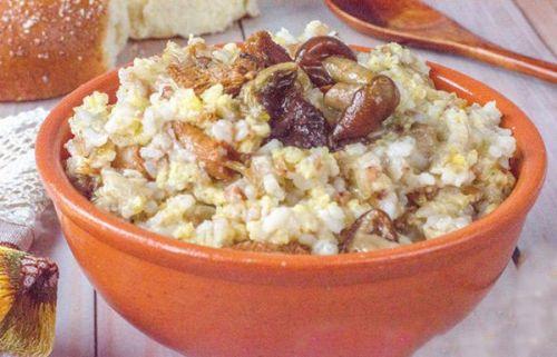 Каша из гречки, риса, пшена, грибов
