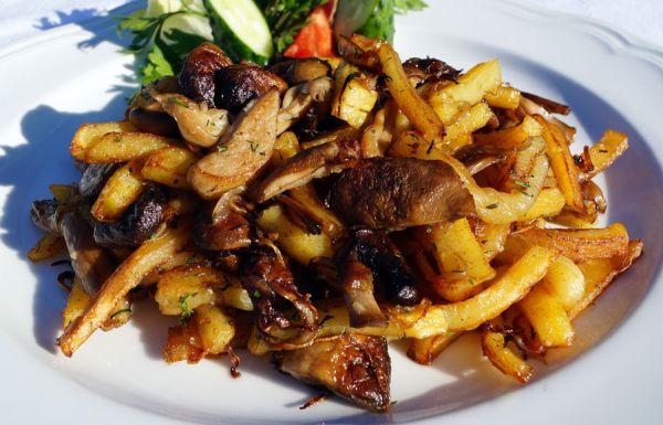 Картошка с грибами и луком