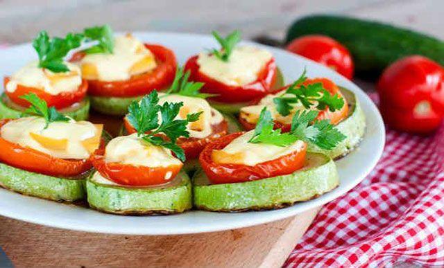 Кабачки с помидорами и майонезом