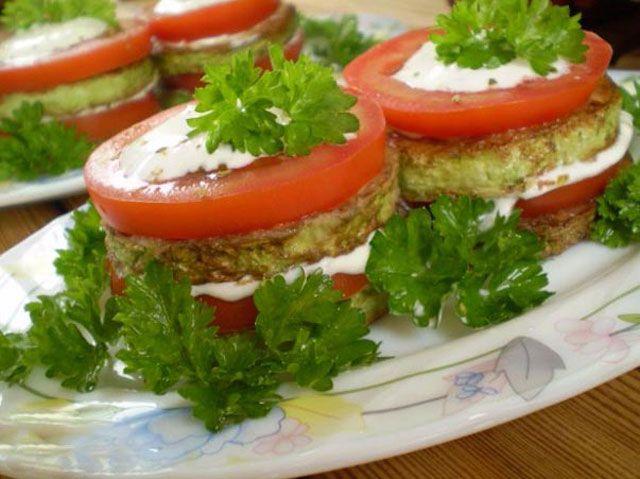 Помидоры с помидорами и чесноком